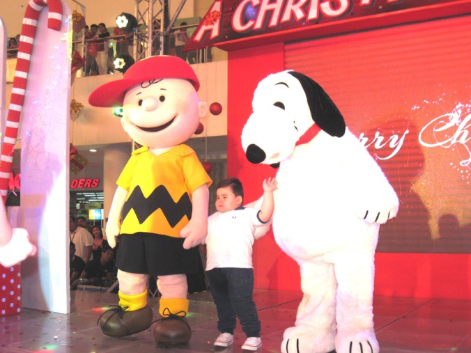 Charlie Brown & Snoopy with child star Baste from Eat Bulaga show