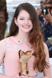 mackenzie-foy-the-girl-in_theLittle_prince_1-image