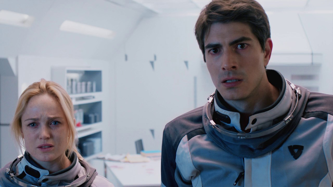 brandon-routh_and_caity_lotz_in_400_Days_image_1