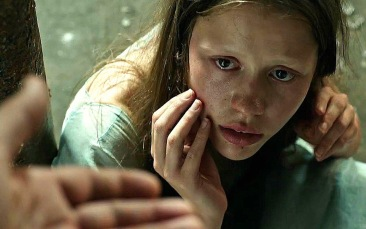 mia-goth-in-a-cure-for-wellness