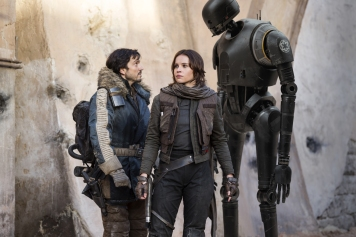 Rogue One: A Star Wars Story..L to R: Cassian Andor (Diego Luna), Jyn Erso (Felicity Jones) and K-2SO (Alan Tudyk)..Ph: Jonathan Olley..© 2016 Lucasfilm Ltd. All Rights Reserved.
