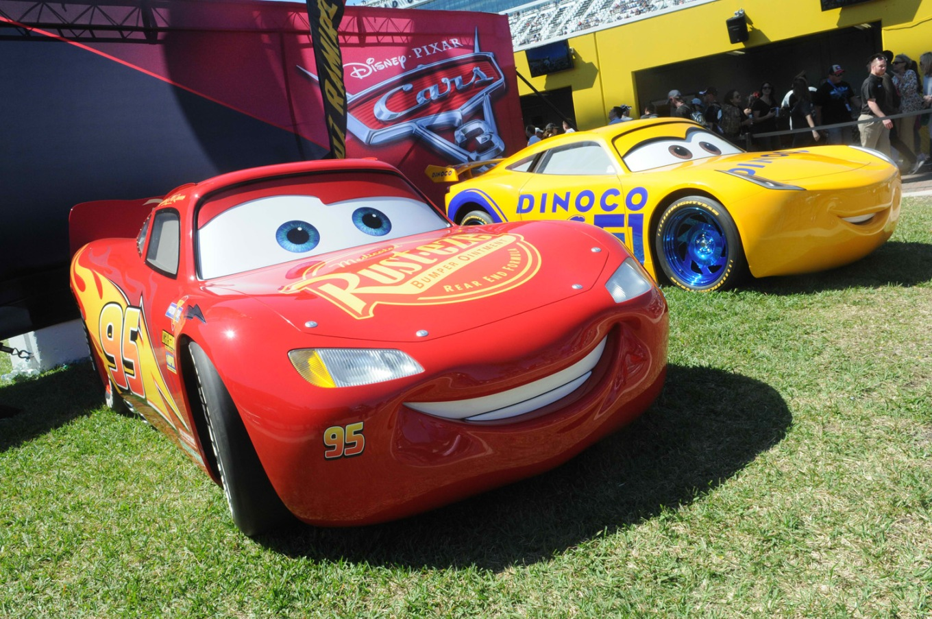 Life-sized_model_LightningMcQueen