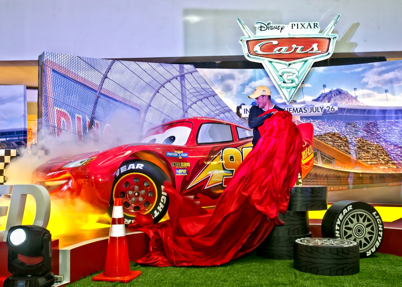Matteo Guidicelli unveils Lightning McQueen life size - CARS 3