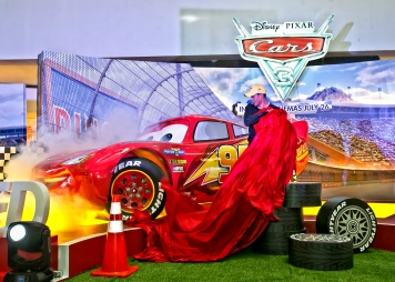 Matteo Guidicelli unveils Lightning McQueen life size - CARS 3