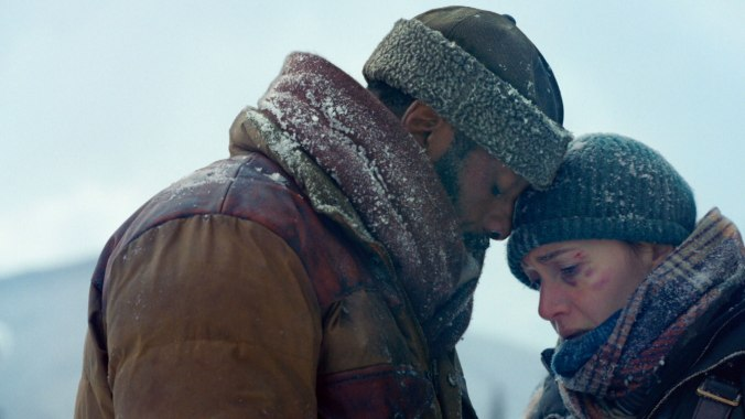 THE MOUNTAIN BETWEEN US - Idris Elba and Kate Winslet