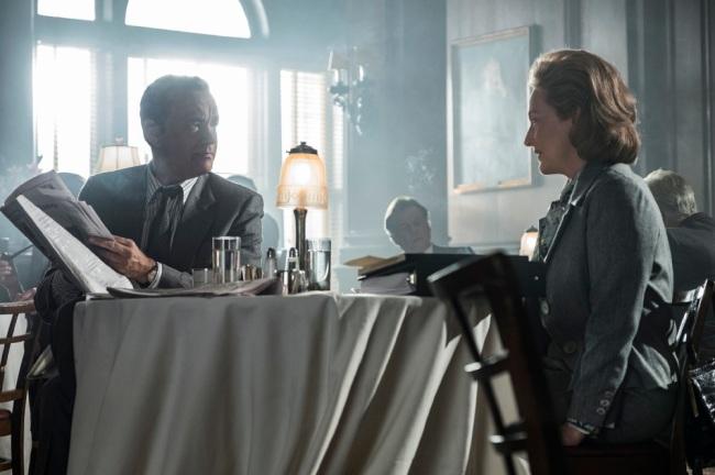 NOR_D30_071017_204253_204322_R_COMP – Tom Hanks (as Ben Bradlee) and Meryl Streep (as Kay Graham) star in Twentieth Century Fox's THE POST. Photo Credit: Niko Tavernise.