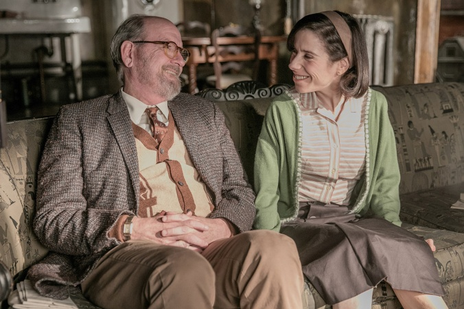Richard Jenkins and Sally Hawkins in the film THE SHAPE OF WATER.