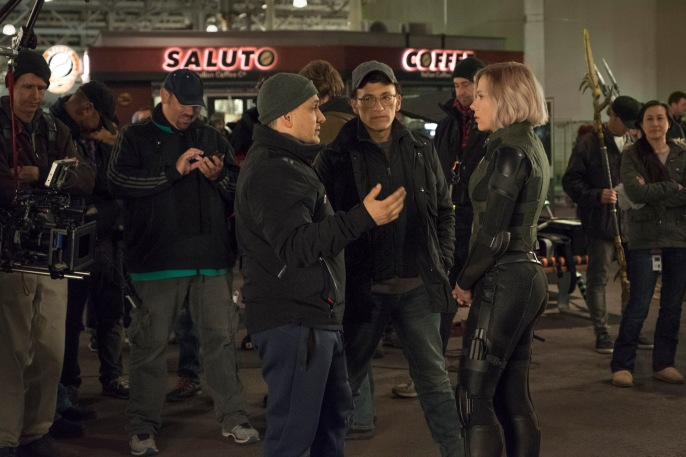 Marvel Studios' AVENGERS: INFINITY WAR..L to R: Director Joe Russo, Director Anthony Russo and Scarlet Johansson (Black Widow) on set. ..Photo: Chuck Zlotnick..©Marvel Studios 2018