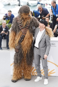 CANNES, FRANCE - MAY 15: (L-R) Chewbacca (in costume) and director Ron Howard attend the 'Solo: A Star Wars Story' official photocall at Palais des Festivals on May 15, 2018 in Cannes, France. (Photo by Antony Jones/Getty Images for Disney) *** Local Caption *** Chewbacca; Ron Howard