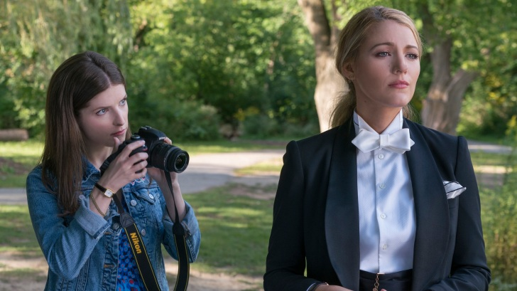 "Anna Kendrick as ""Stephanie"" and Blake Lively as 'Emily' in A SIMPLE FAVOR. Photo by Peter Iovino."