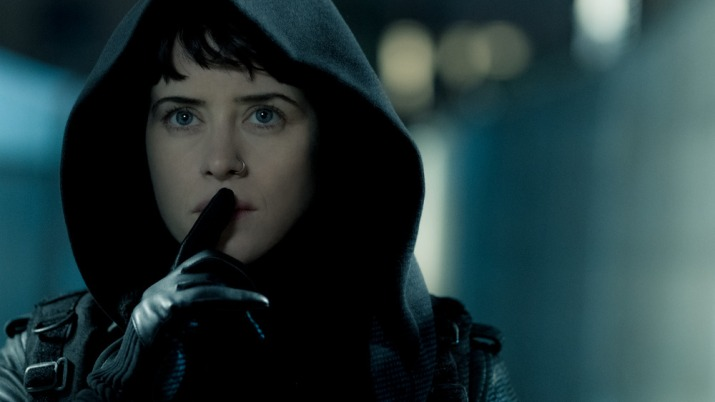 Lisbeth Salander (Claire Foy) making her way to Balder's safe house in Columbia Picture' THE GIRL IN THE SPIDER'S WEB""