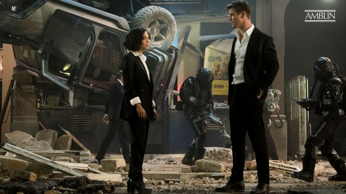 Em (Tessa Thompson) and H (Chris Hemsworth) in Columbia Pictures' MEN IN BLACK INTERNATIONAL.